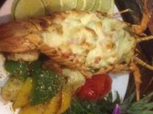 Лобстер «Термидор» запечённый в сливочном соусе с грибами и сыром