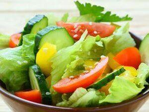 Овощной салат с соусом «Бальзамик»