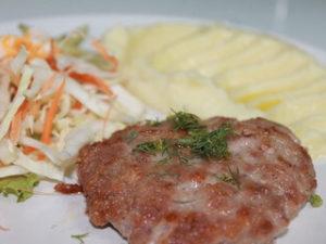 Рубленый бифштекс с картофельным пюре