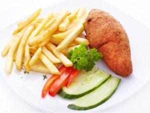 Куриная котлета по-киевски с картофелем фри