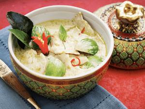 Карри с морепродуктами в кокосовом молоке с рисом