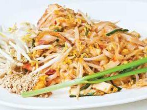 Пхад Тай с курицей или свининой (жареная рисовая лапша)