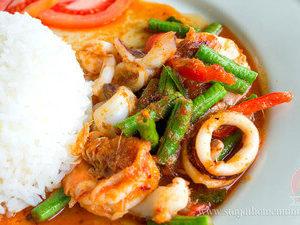 Стир фрай карри с морепродуктами и рисом